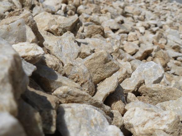 Lomový kámen bílý 16-32mm.
