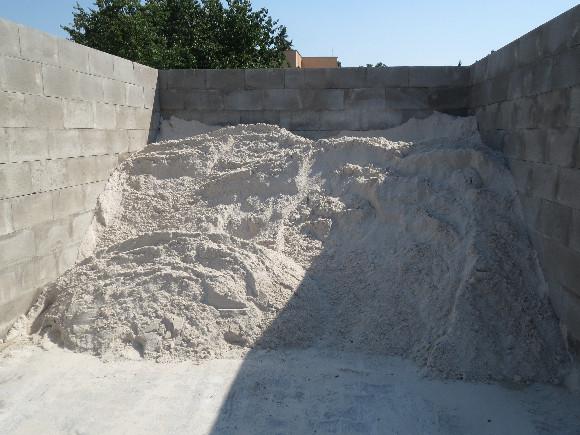 Písek křemičitý - bílý, přírodní materiál. Frakce 0 – 1mm.