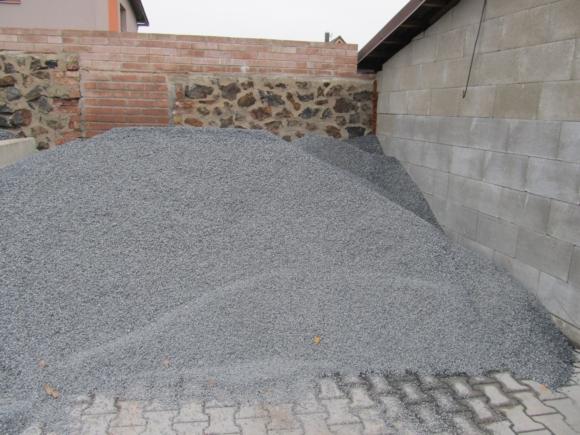 Štěrk - lomový kámen, šedo-modrý